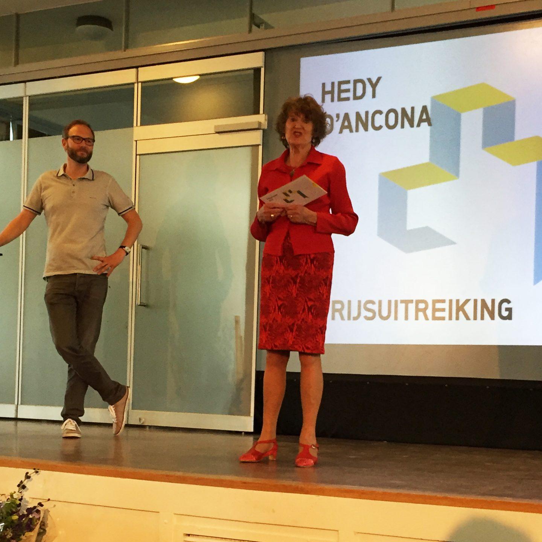 Hedy d'Ancona tijdens de prijsuitreiking
